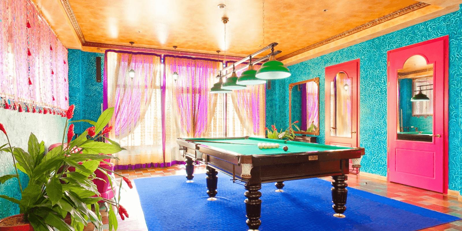 бильярд в индийском стиле