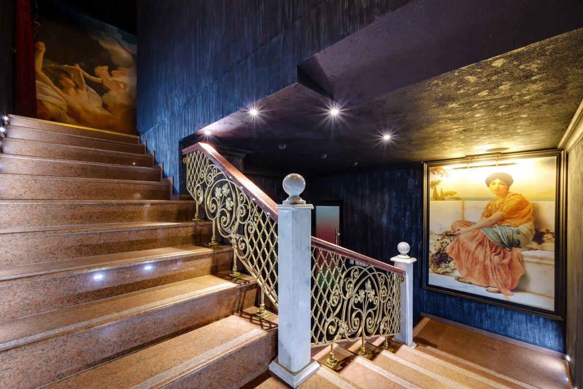 Входная лестница римской бани